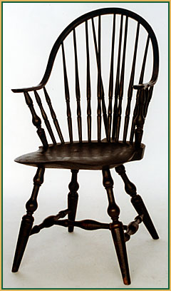 Brace-back_Continuous-arm Windsor Chair from Richard Grell